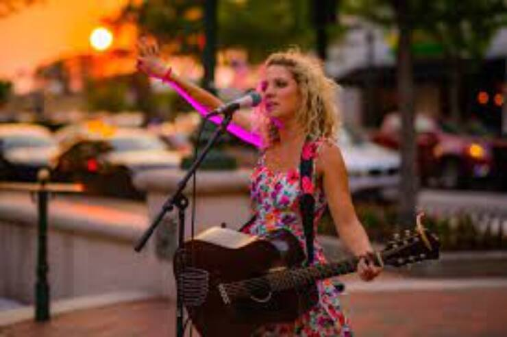 Sunday Fun Day & Live Music with Amy Kaus @ Hank's Filling Station